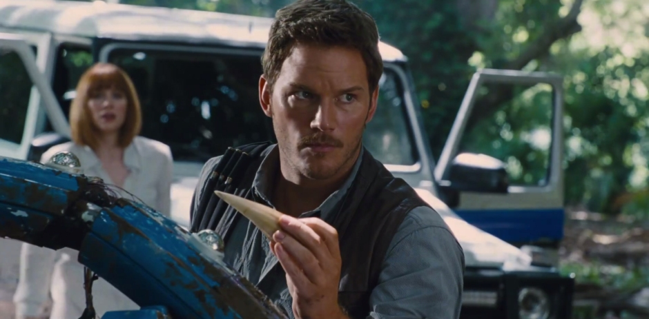 Chris Pratt Hunts A Hybrid in 'Jurassic World'