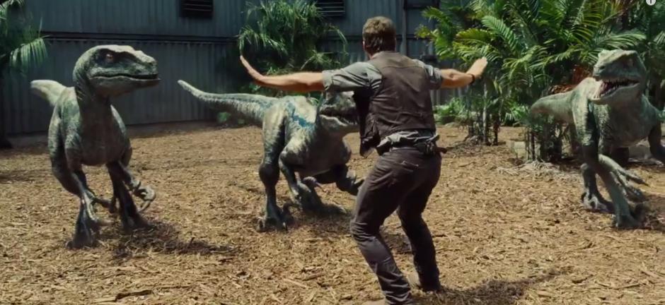 Chris Pratt Training Raptors Jurassic World Trailer 2