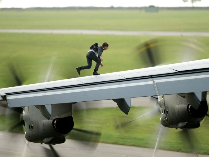 Tom Cruise on Plane Wing Mission: Impossible - Rogue Nation