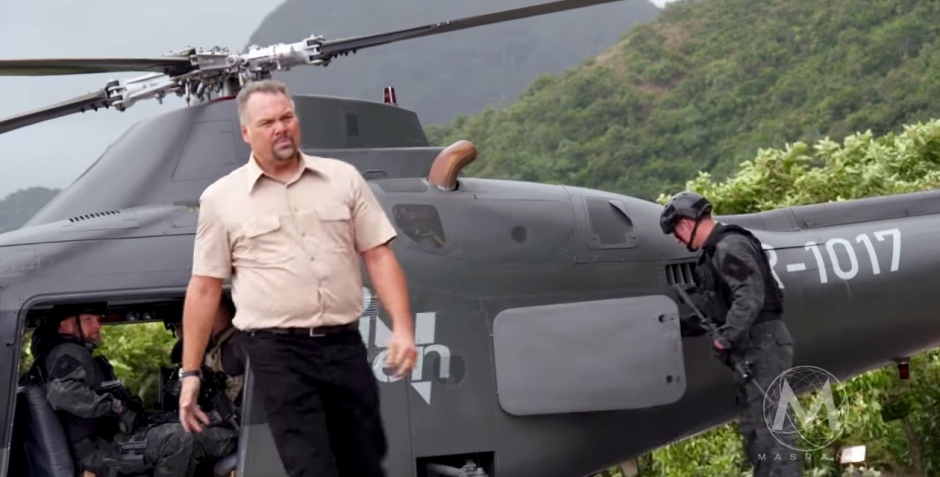 Jurassic World InGen Helicopter and Hoskins Vincent D'Nofrio